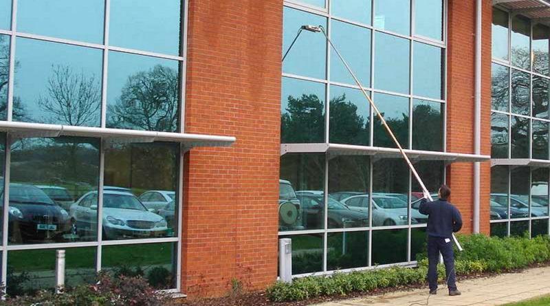Lavaggio vetrate & Insegne