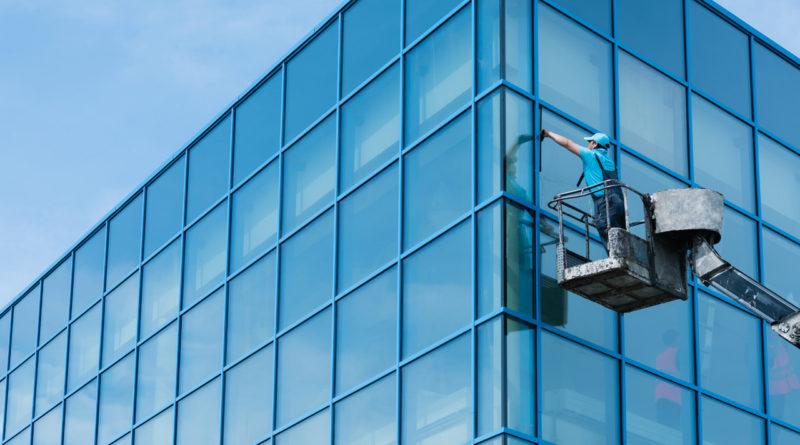 Lavaggio vetrate di grandi dimensioni
